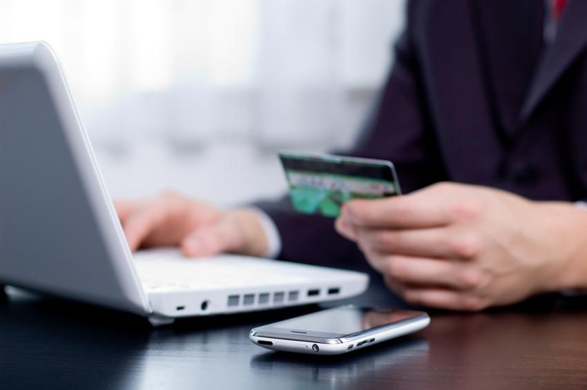 Cu cat a crescut numarul romanilor care folosesc online banking?
