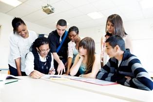 Cum ar trebui sa procedeze tinerii care isi doresc un loc de munca bun in viitor