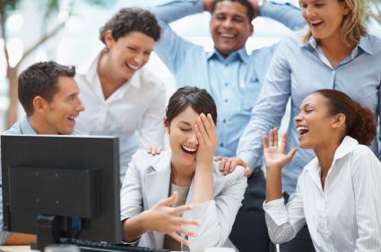 beneficiile umorului in afaceri