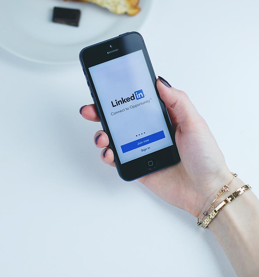 3 moduri de a aborda posibilii clienti pe LinkedIn