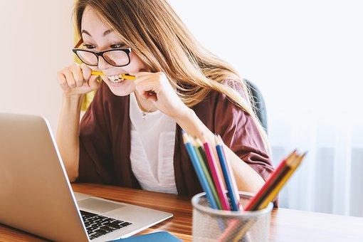 10 modalitati prin care sa iti protejezi ochii daca lucrezi mult la calculator