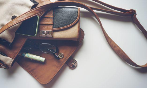 Top 10 lucruri care nu trebuie să lipsească din geanta unei femei